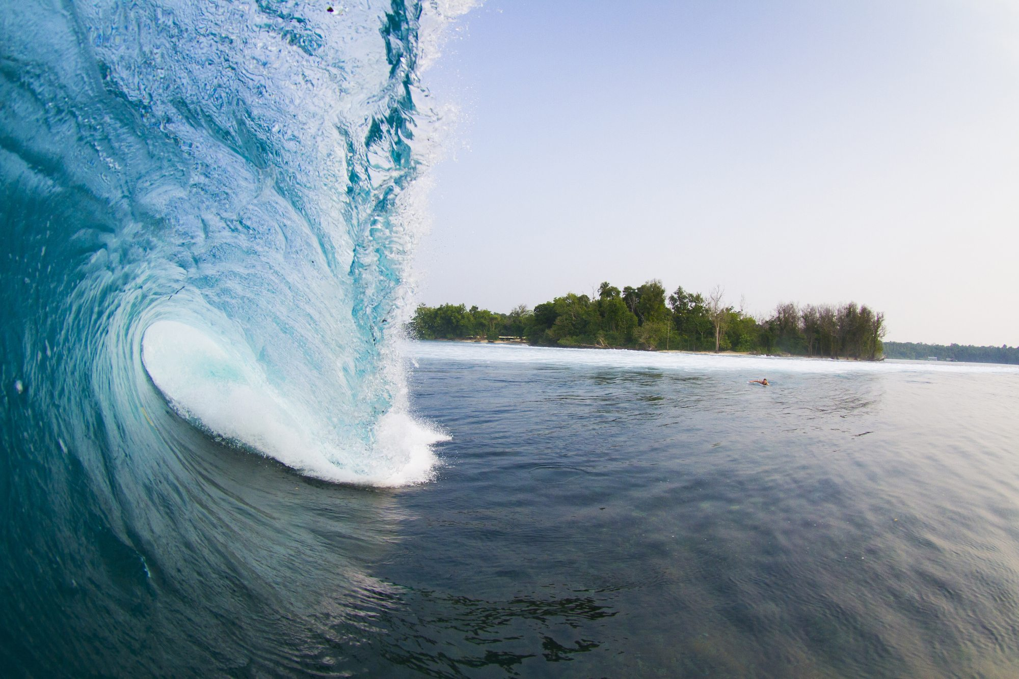 plunging wave, surf banyak