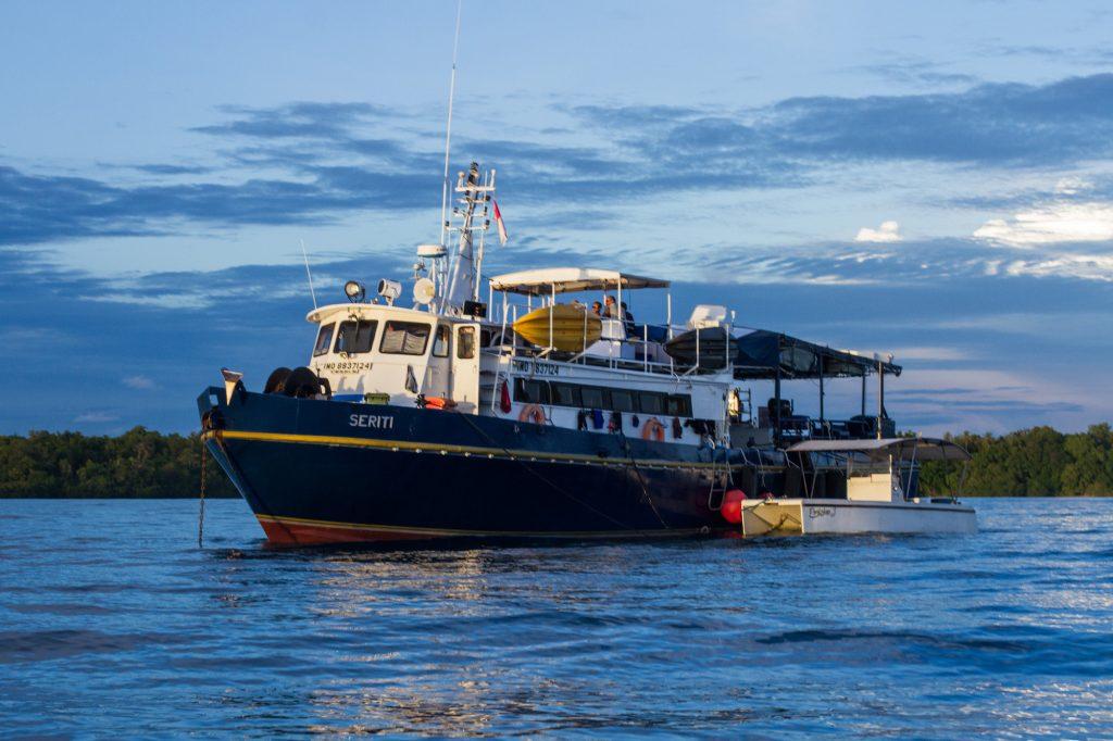 seriti the 25m aluminium crew boat of surf banyak, surf, Surf charters,