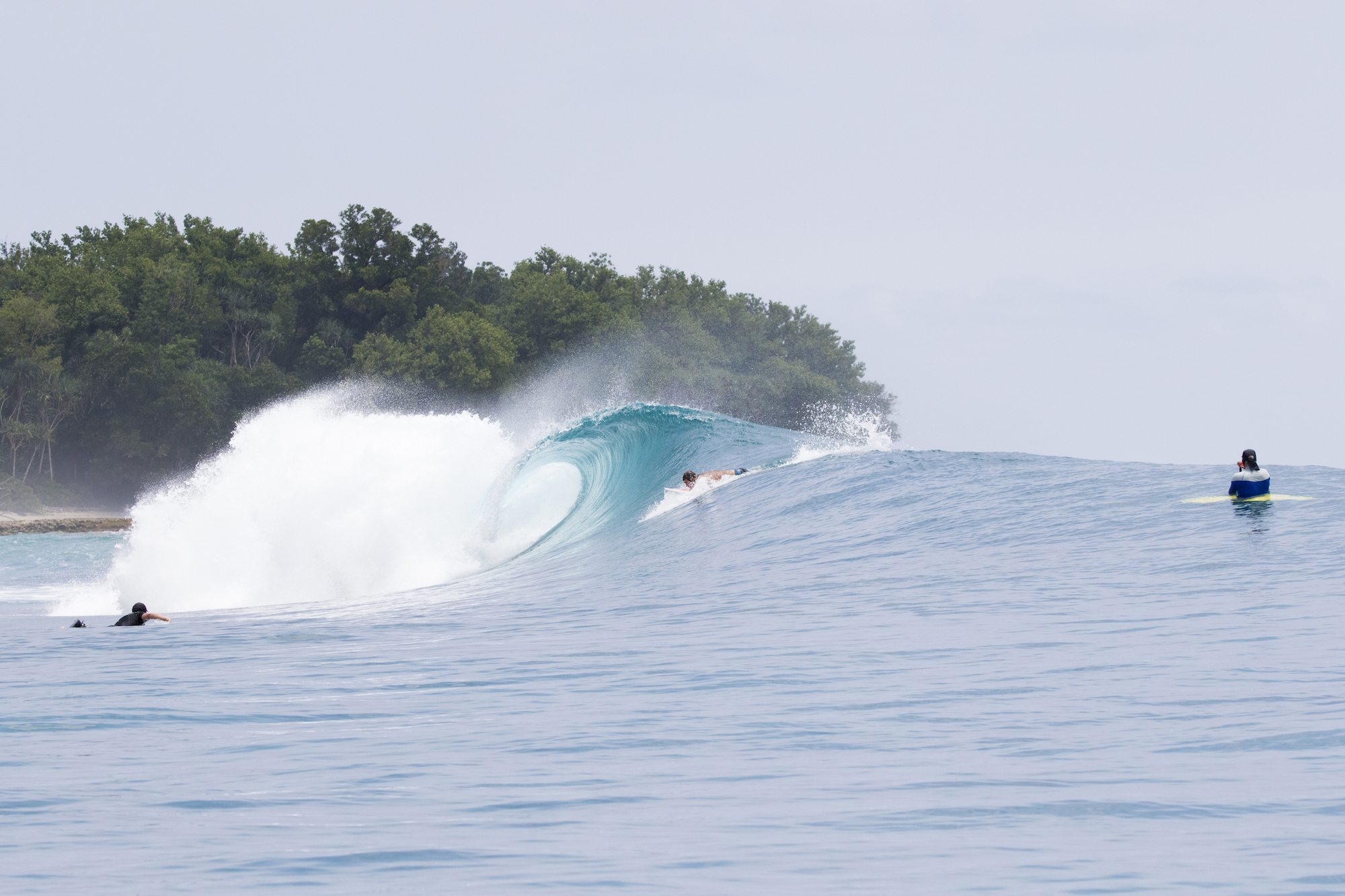 surfer try to the waves, surf banyak