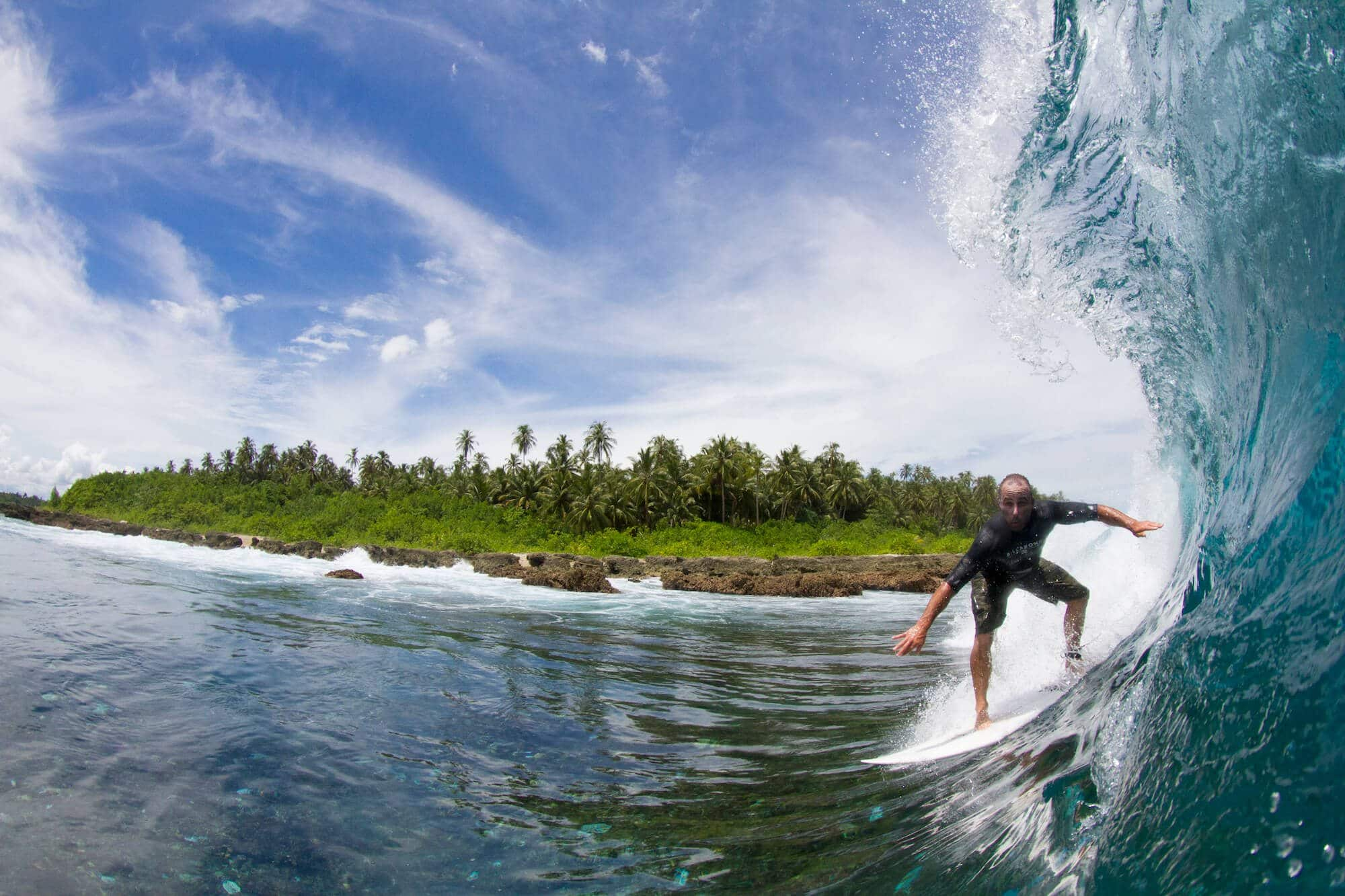 a surfer got the nice wave for surfing, surf banyak